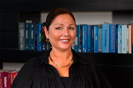 Marianne Bale, Advokat
